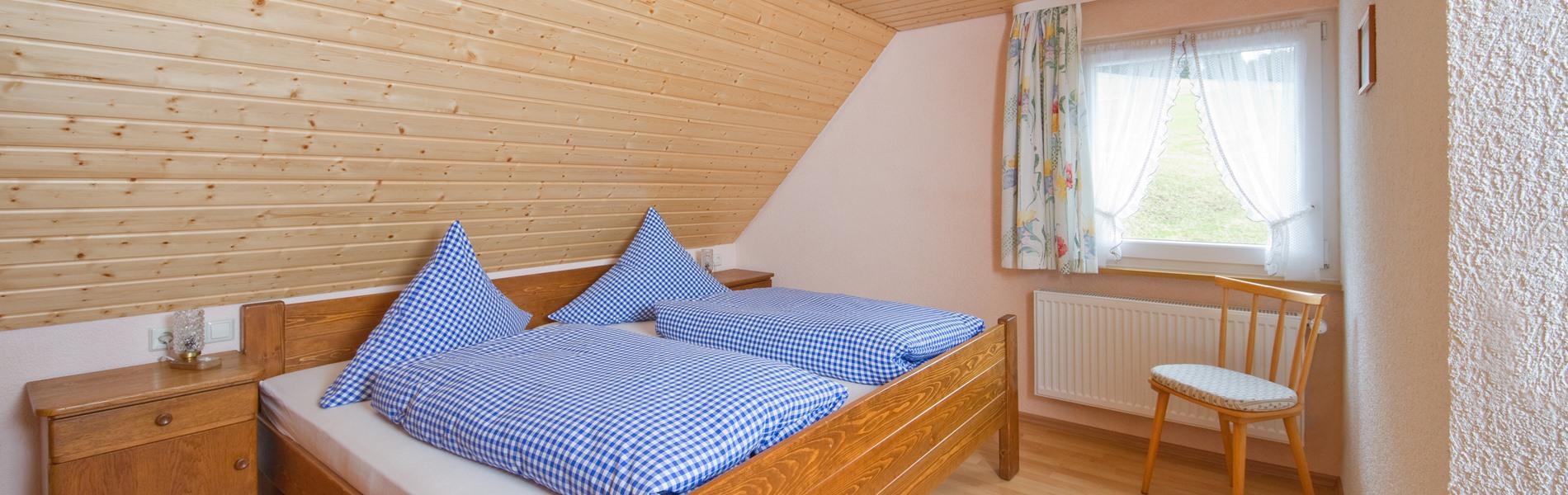 ferienwohnung-ringelblume-schlafzimmer-slider